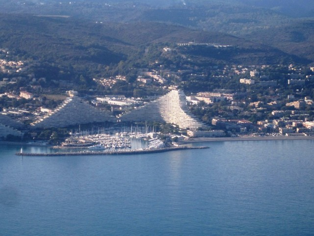 IMG 6573 Flight-to-Nice-passing-Marina-Baie-des-Anges